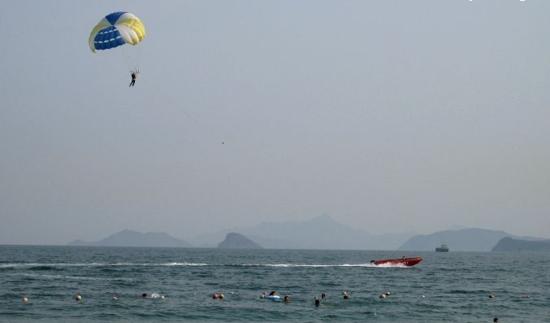 攻略 > 正文    大梅沙海滨公园位于深圳特区的东部,风光旖旎的大鹏湾